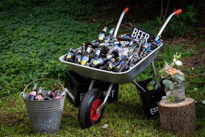 kruiwagen bruiloft beer